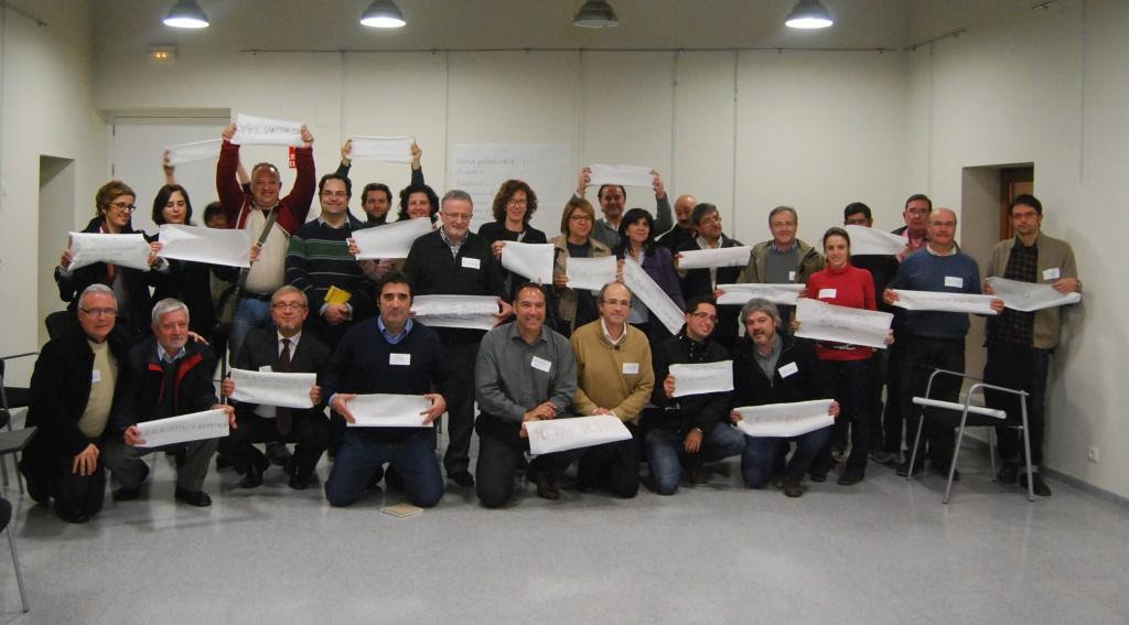 Los-participantes-exhibiendo-sus-condiciones-para-apoyar-el-CES
